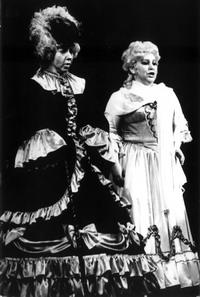 Сцена из оперы «Пиковая дама», Графиня — Татьяна Каминская, Лиза — Наталья Дацко (Украина), 1997 год