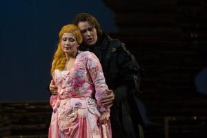 Сцена из оперы «Дон Жуан». Дон Жуан — Ильдар Абдразаков (Мариинский театр), Церлина — Резида Аминова, 2007 год